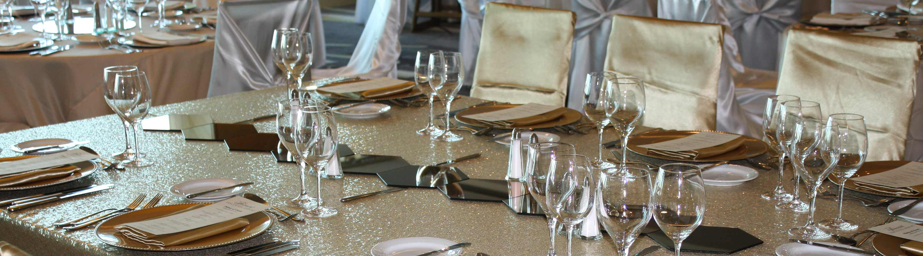Products include tablecloths, chair covers and table overlays.